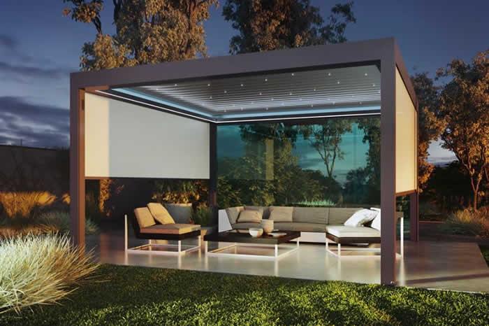 pergola-bioclimatique-ciel-etoile-jardin-700x466-1