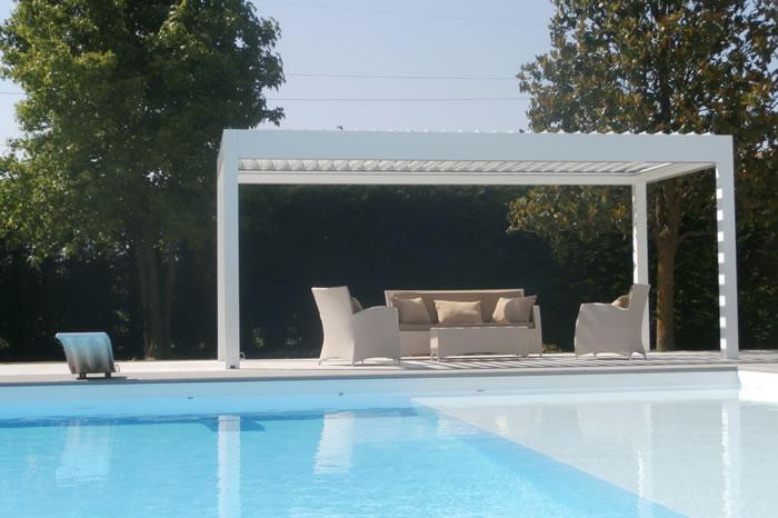 pergola-bioclimatique-gris-ardoise-devant-piscine-700x466-1