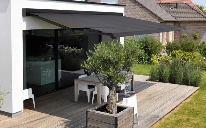 store-banne-noir-terrasse-bois-800x500-2